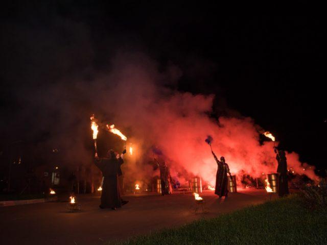 Выступление огненного шоу