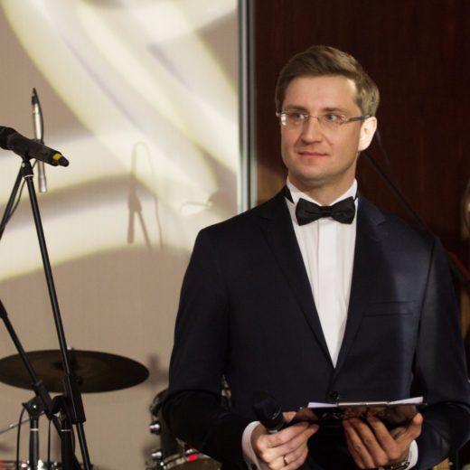 Ведущий Роман Акимов на клиентском вечере