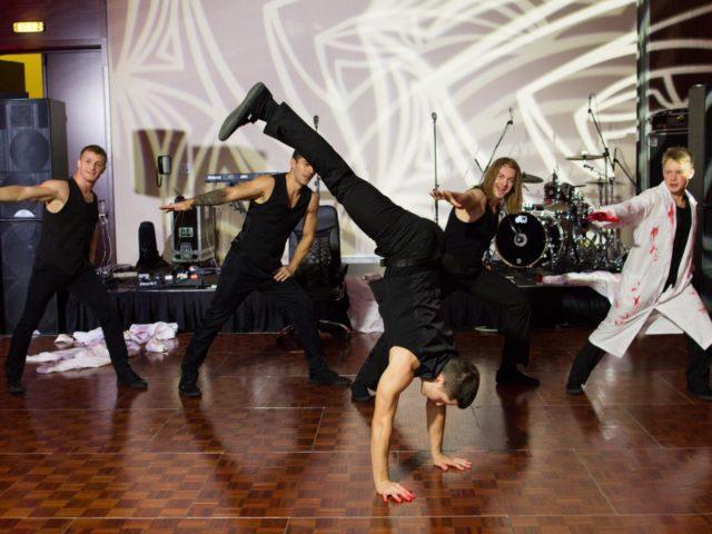 Выступление танцевальной команды