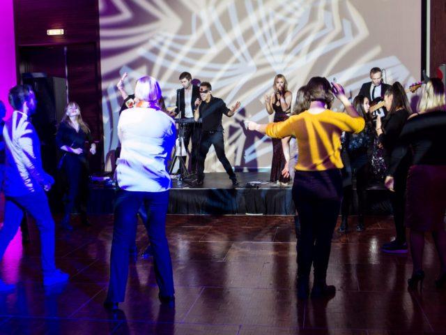 Танцевальные сеты от кавер группы Грязные танцы