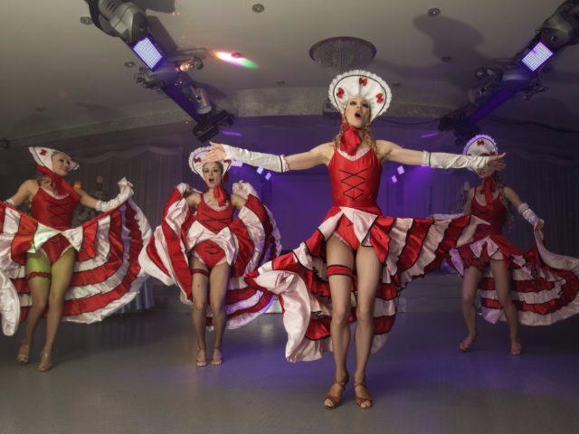 Шоу балет с номером Кан кан
