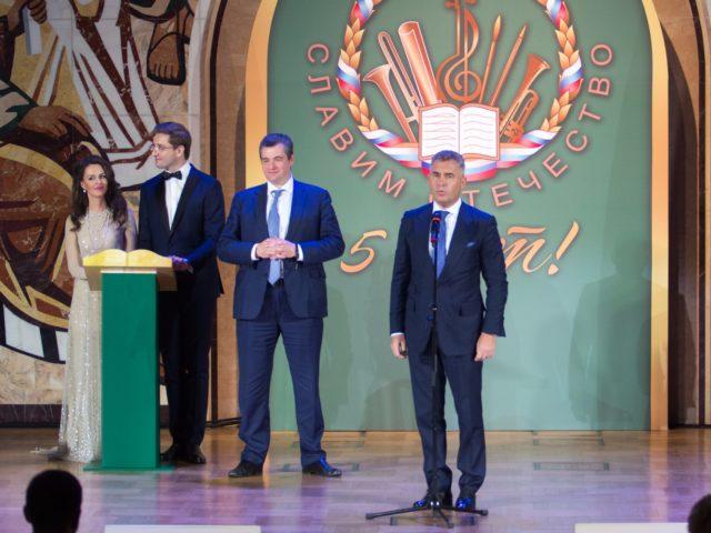 На сцене фестиваля Павел Астахов