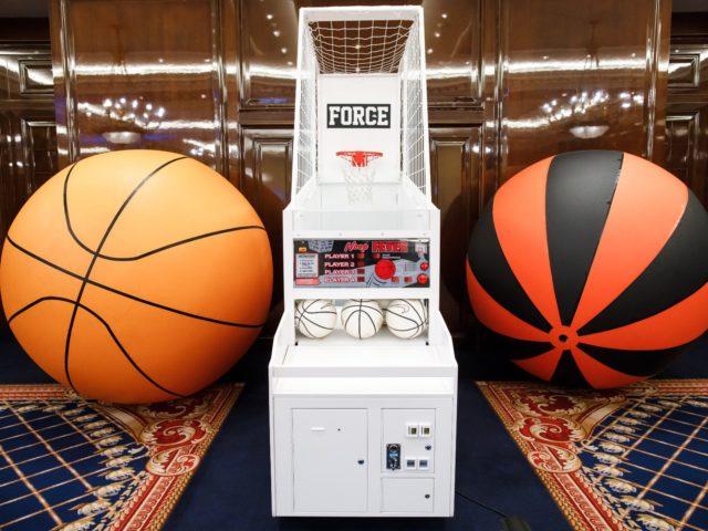 Атракцион баскетбол и мячи для фотосессий