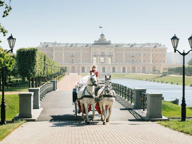 Эффектное появление невесты на церемонии бракосочетания во Дворце