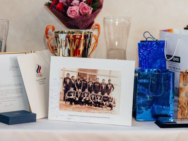 Подарки на Юбилей 80 лет и фото с автографами игроков сборной СССР 1964