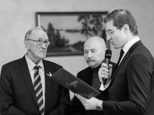 Читаю поздравительную телеграмму от тренера Сергея Фролова