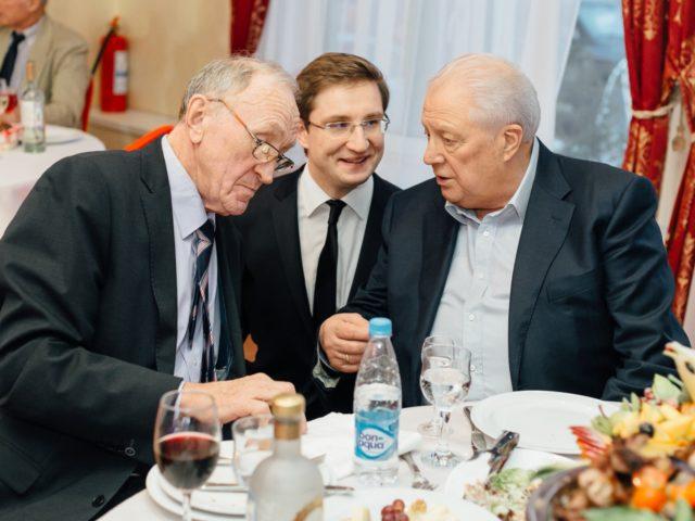 Общаюсь с Б.Д. Гришиным и В.Г.Смирновым Почётным Президентом ОКР, членом МОК