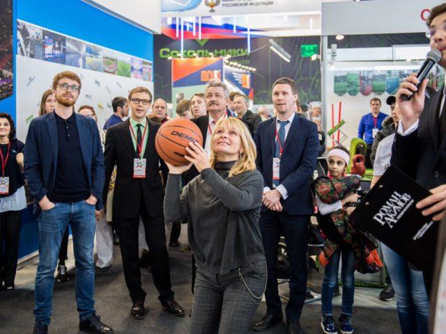 Баскетбольный интерактив от ведущего на международной выставке Спорт в Сокольниках