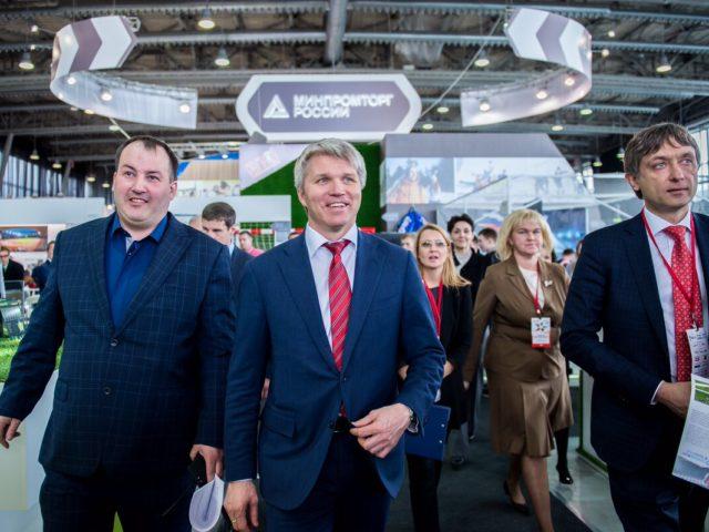 Министр спорта Российской Федерации Павел Колобков с почётными гостями