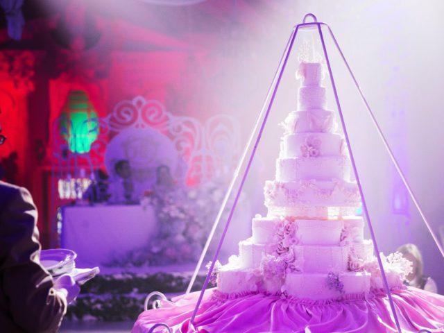 Красивая подача свадебного торта в Питере