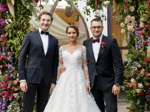 Фотосессия у места проведения выездной регистрации бракосочетания