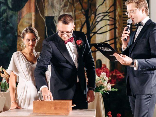 Винная церемония на свадьбе в итальянском ресторане Белладжио