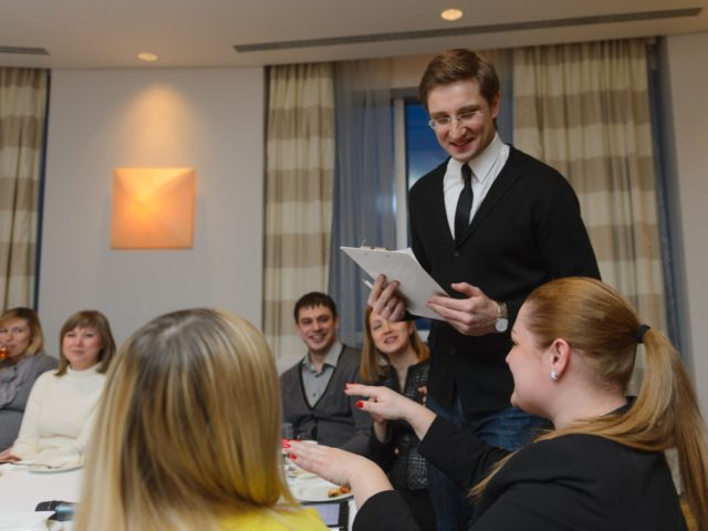 Ведущий бизнес встречи в Swissotel
