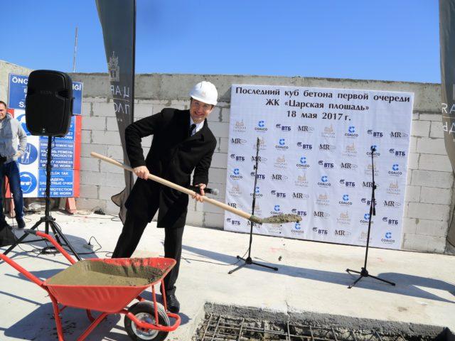 Лепта ведущего в последний куб бетона ЖК Царская Площадь