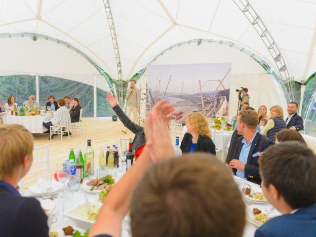 Открытие праздника День Строителя в шатре на природе