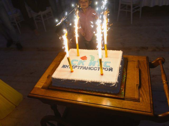 Праздничный торт на День Строителя