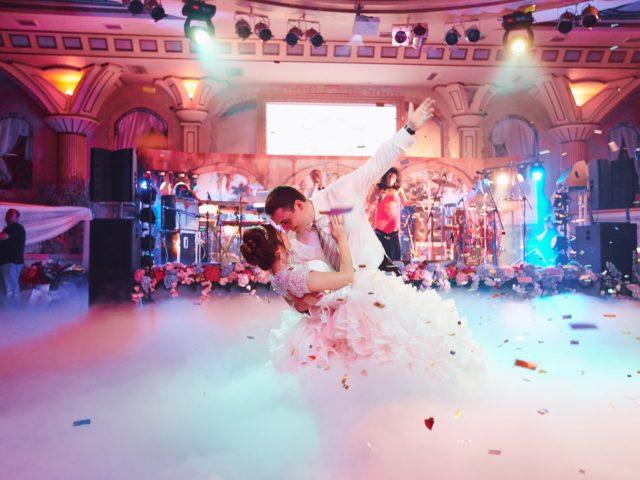 Первый танец молодожёнов на красивой свадьбе в Немчиновке