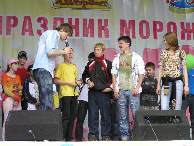 Конкурс с гостями на празднике мороженого в Сокольниках