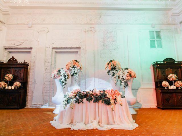 Президиум молодожёнов на армянской свадьбе в лофт