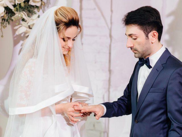 Обмен кольцам на выездной церемонии бракосочетания