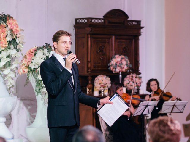 Свадебный ведущий Роман Акимов открывает программу