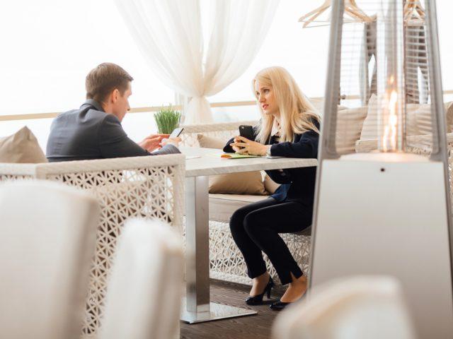 Диалоги на бизнес завтраке в Crown Plaza