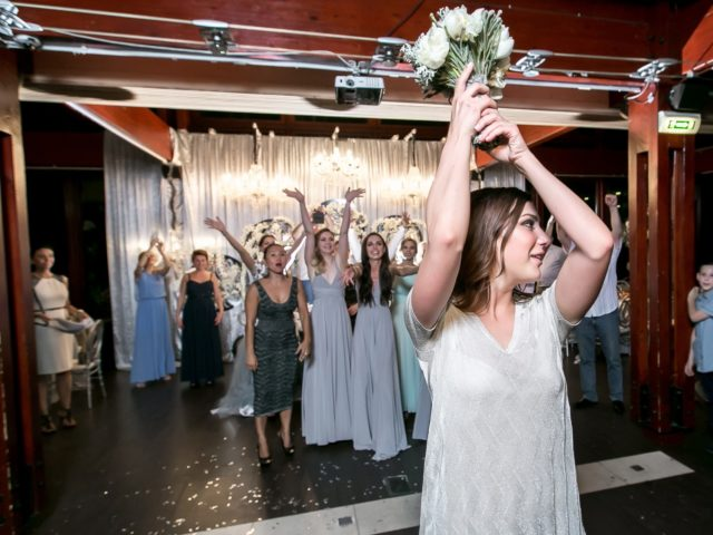 Полёт букета невесты на свадьбе в Chalet