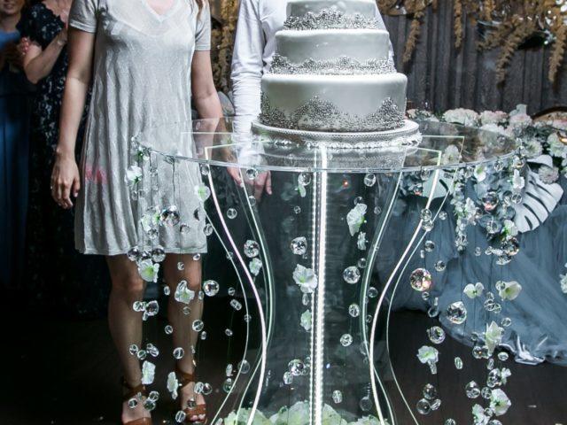 Трёхярусный свадебный торт