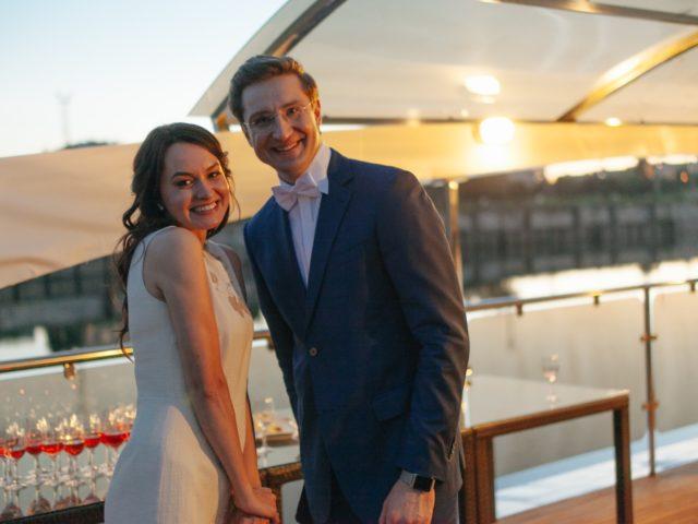 Ведущий свадьбы с красавицей невестой