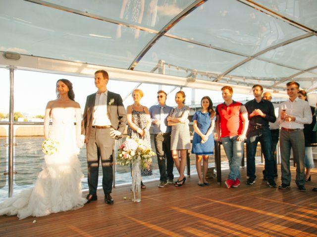 Выездная церемония на верхней палубе теплохода