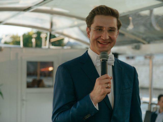 Ведущий свадьбы на теплоходе Роман Акимов