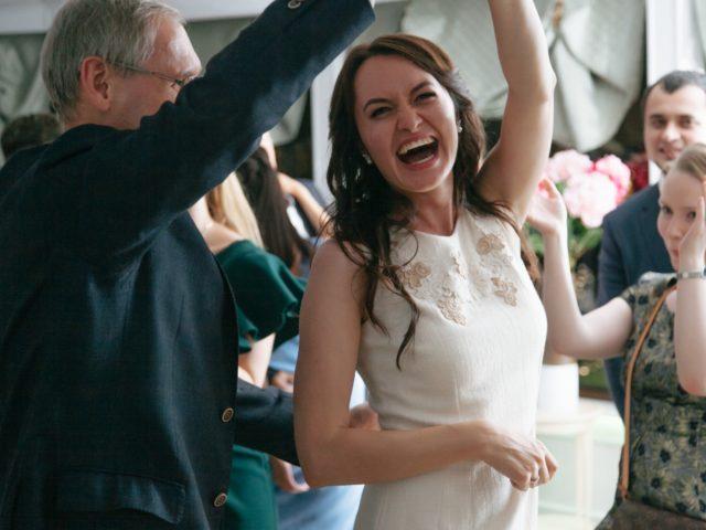 Невеста в танце