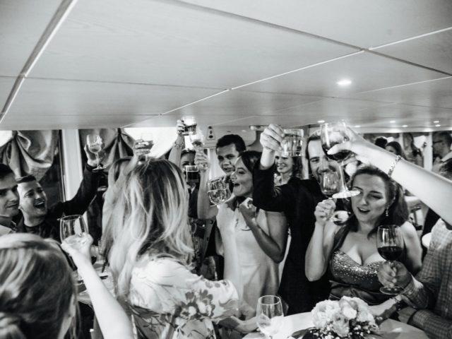 Поздравления гостей на свадебной вечеринке
