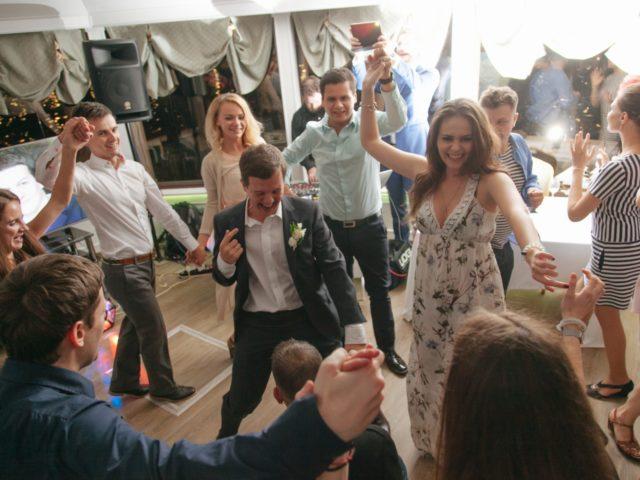 Свадебная вечеринка на теплоходе