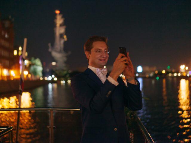 Свадьба позади время показать своим подписчикам ночную Москву