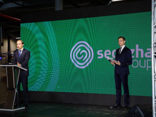 Министр промышленности и торговли РФ Денис Мантуров на церемонии открытия производства
