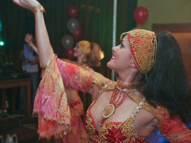 Восточный танец на крпоративной вечеринке Exxon Mobil