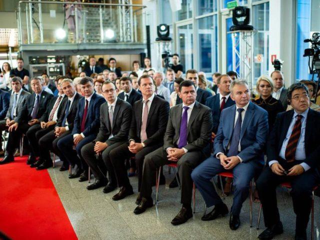 Высокопоставленные гости церемонии открытия