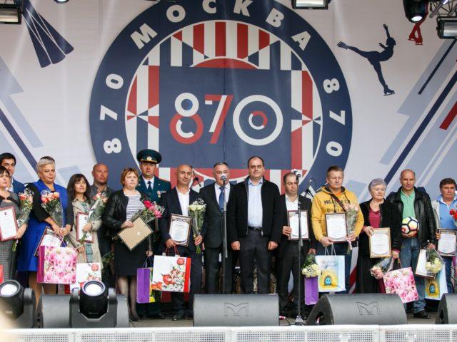 Почётные жители города после церемонии награждения