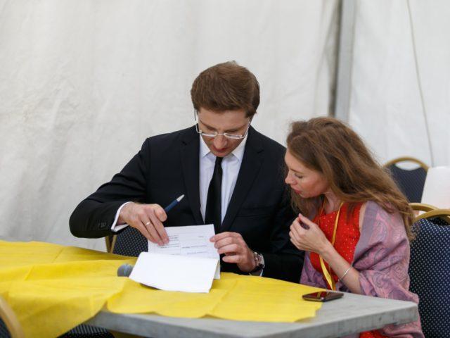 Ведущий Дня Города Роман Акимов с организаторами Team Agency