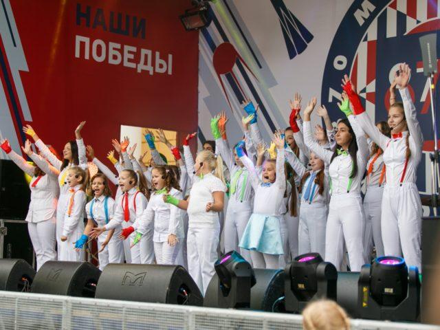 Выступление детской вокальной студии на празднике