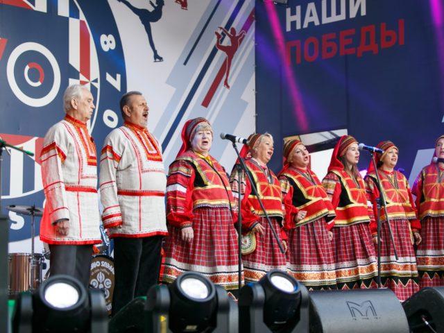 Выступление народного хора на празднике День Города