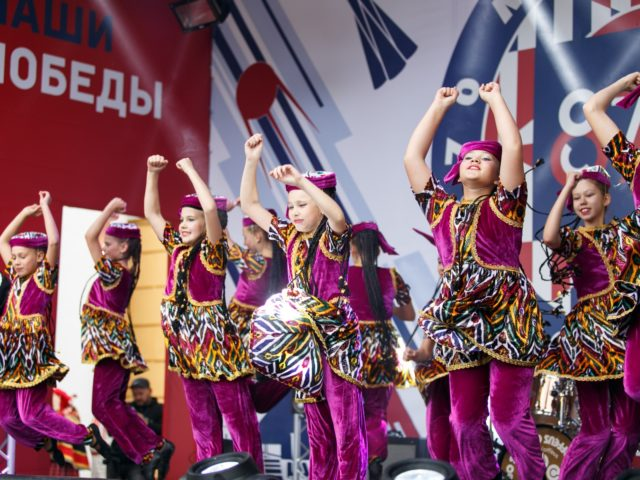 Народный танец в День Города Москвы
