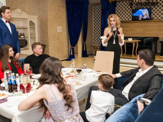 Лера Гудкова приветствует гостей на своём 30 ти летии