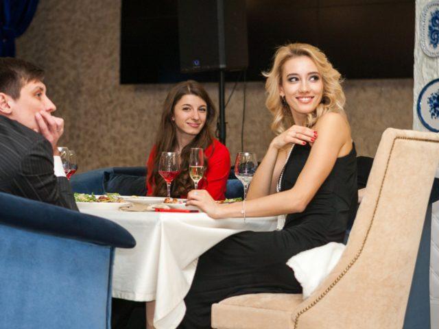 Валерия смотрит видео сюрприз от Дмитрия Гудкова
