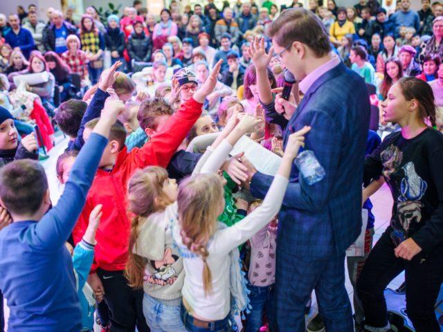 Дети принимают активное участие в конкурсе ведущего