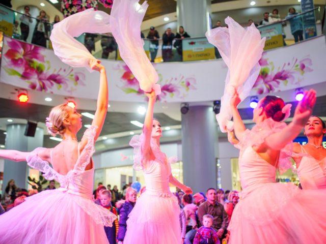 Выступление балета на празднике