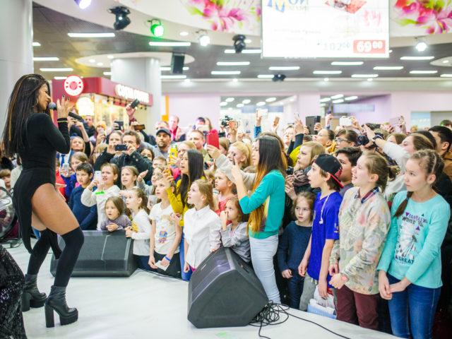 Певица Бьянка на Дне Рождении торгово развлекательного центра Москворечье