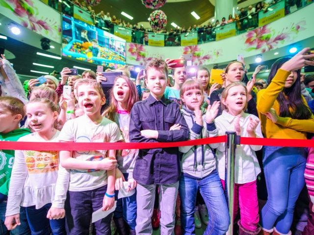 Юные фанаты певицы Бьянки на празднике