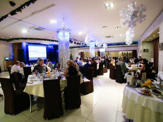 Общий вид зала ресторана Кино в Олимпийском